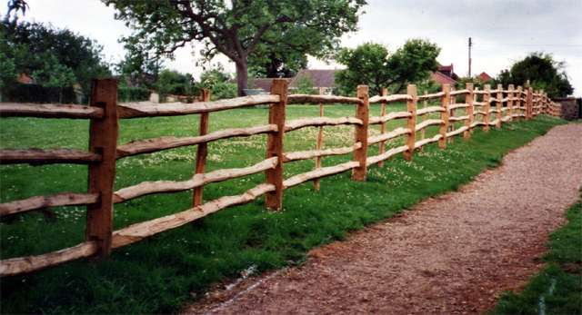 <span>Ref: A2</span><br>Riven oak rails morticed into oak posts for the National Trust at Woolsthorpe Manor, Grantham. Top rail at 4', materials approx £42.51/metre inc. VAT.