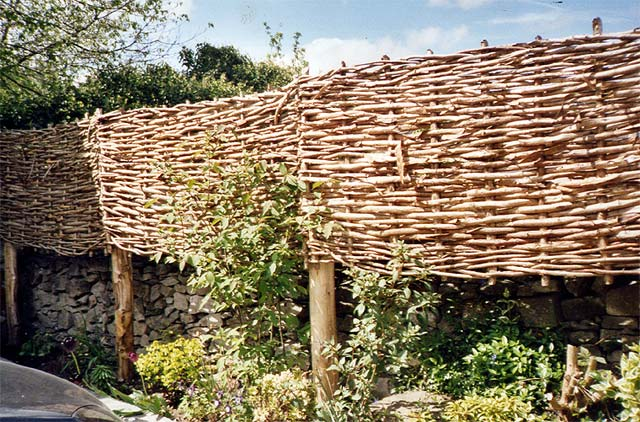 <span>Ref: B1</span><br>Supported on posts, they can heighten a wall whilst matching the wall's rugged appearance.