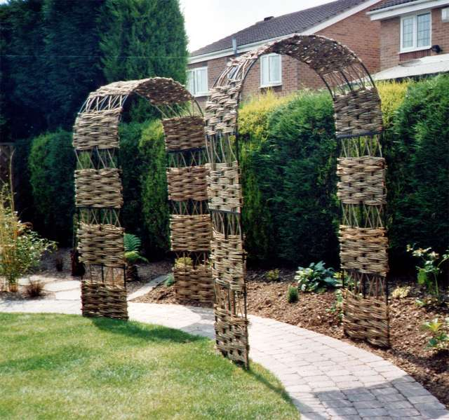 <span>Ref: E6</span><br>These arches have a more open trellis pattern, giving a lighter appearance and are ideal for climbing plants. 4' x 2' x 7' high £360 inc. VAT.