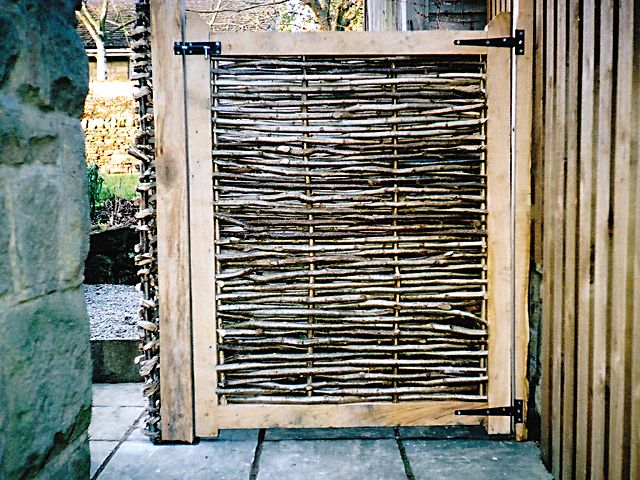 Oak and chestnut gates