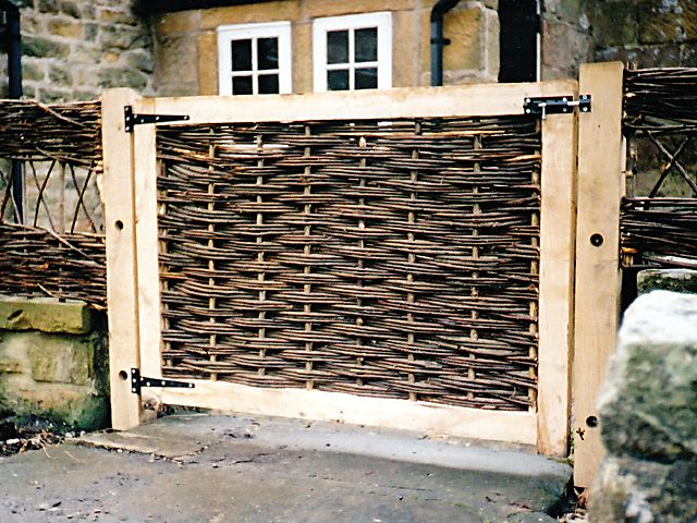 <span>Ref: F31</span><br>A low gate infilled with willow to match the adjacent willow fencing, Beeley, Derbyshire; £330 inc VAT.