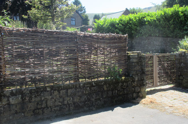 These fence panels make attractive screens for garden or stately home. Woven from either hazel or willow to a traditional pattern, they bring a part of the countryside into your garden.
