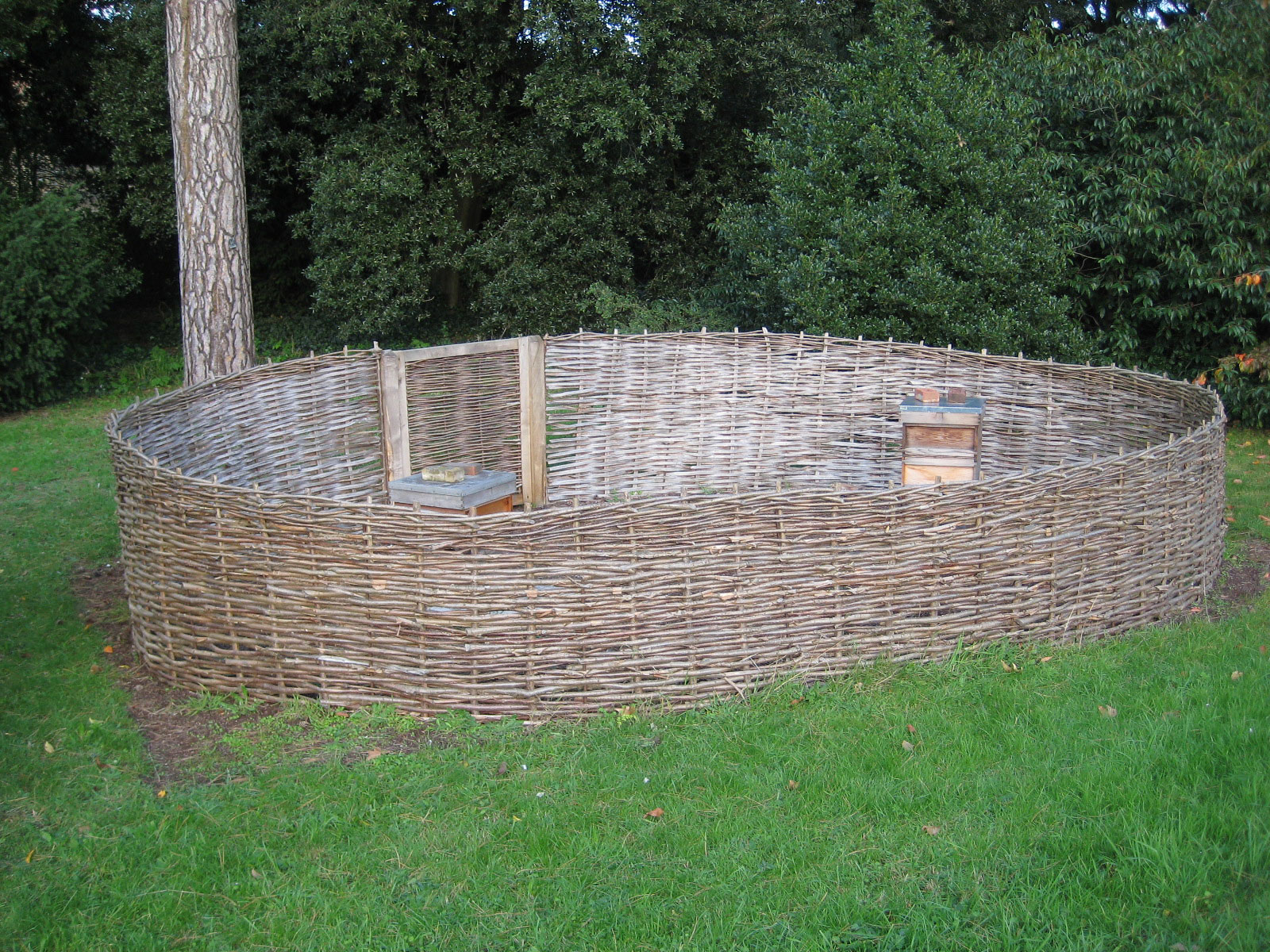 <span>Ref: B3</span><br>A hazel compound built in-situ with matching gate, encloses beehives at Kew Gardens, London.