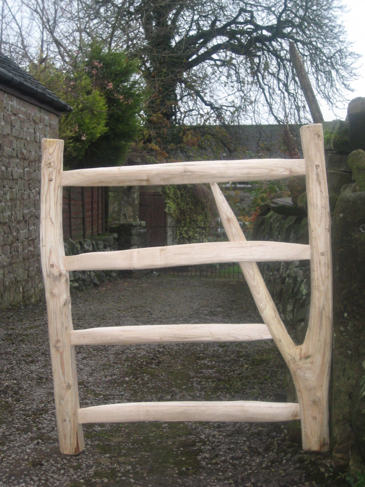 <span>Ref: F21</span><br>Cleft chestnut gate using a natural fork as the support brace, 3' x 3' wide; £396 inc VAT.