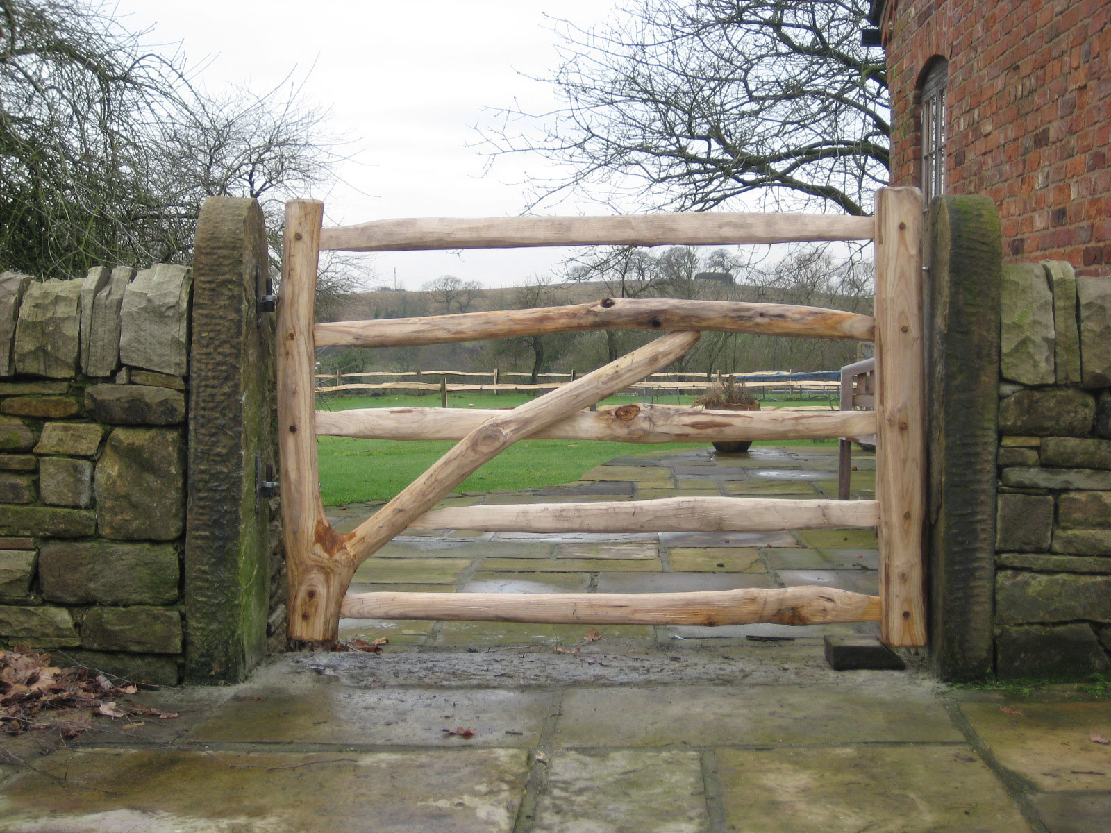 <span>Ref: F20</span><br>This natural forked gate stands out as a feature to the entrance to the garden, 4' x 4' wide; £468 inc VAT.