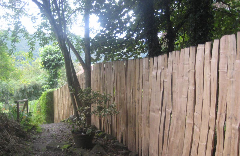 <span>Ref: A33</span><br>For a more private feel, these 6' pales are butted close together leaving minimum spacing, Grindleford; materials approx £93.00/metre inc. VAT