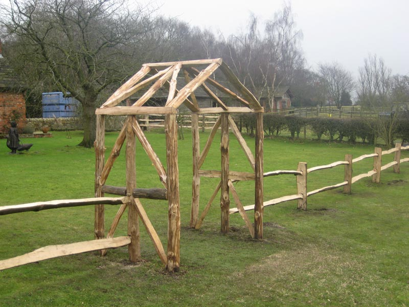 <span>Ref: E10</span><br>Decorative arch creating a garden feature, in chestnut to match adjoining cleft fencing £675 inc. VAT