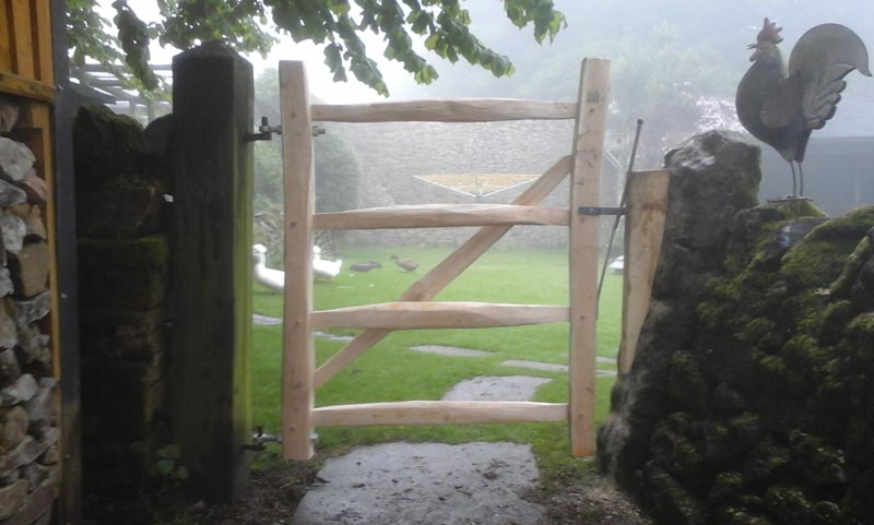 <span>Ref: F4</span><br>A gate made to fit an existing gap with hinge pins already in place, Derbyshire, 4' x 3' wide; £360 inc VAT.